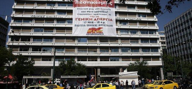 Yunanistan karıştı ! Göstericiler Maliye Bakanlığını İşgal Etti