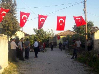 Şehit Uzman Çavuş Mehmet Gücüyetmez'in Hatay'daki Babaevine Ateş Düştü