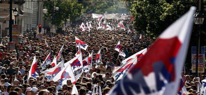 Yunanistan'da halk sokaklara döküldü!