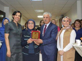 Mardin'de Vali Eşini Ağlatan Plaket