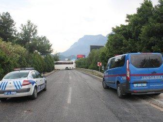Antalya'da Sürücüler Kazaya Bakarken 5 Araç Birbirine Girdi