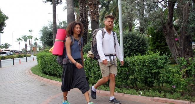 Almanya'dan bisikletle yola çıkan Çift Alanya'ya ulaştı!