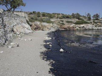Yunan Adasında Çevre Felaketi, Kıyı Hattı Siyaha Boyandı
