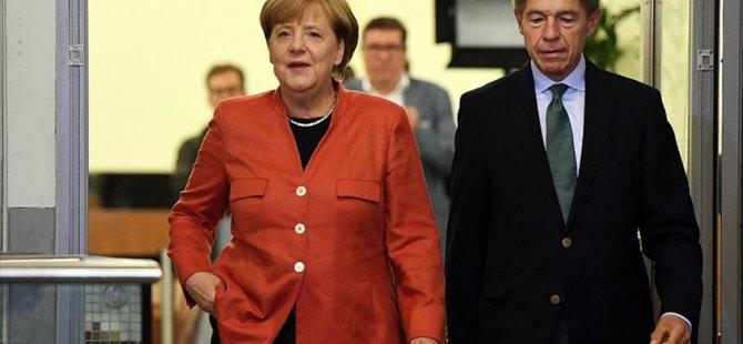 Almanya'da Merkel 4.Kez zaferini İlan etti