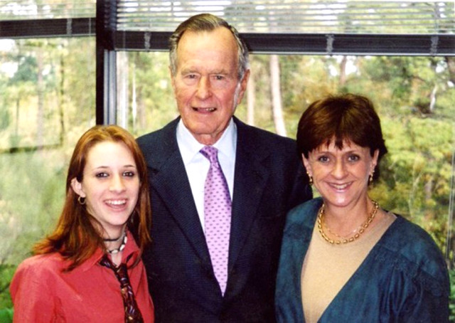 Baba Bush'a 6. Taciz Suçlaması