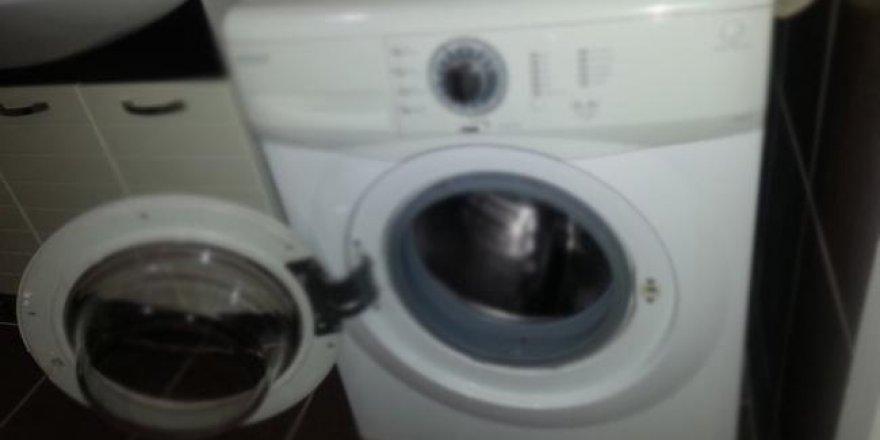 Görünüşte Çamaşır Makinesi gibi görülebilir ama altını kaldırıp baktıklarında iğrençliği görünce gözlerine inamadılar.