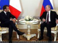 Fransa Cumhurbaşkanı Macron ve Putin Bir Araya Geldi