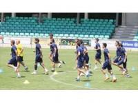 Fenerbahçe Taraftarının Önüne Çıkıyor