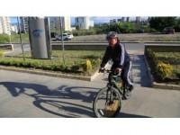 Sağlığı Ve Tasarruf İçin Makam Aracı Yerine Bisikleti Tercih Ediyor