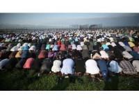 Abd'de Binlerce Müslüman Bayram Namazında Bir Araya Geldi