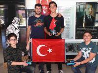 Kastamonu'da Öğrencilerden 15 Temmuz İçin Ay Yıldız Çizen Robot
