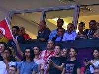 Gençlik ve Spor Bakanı Bak, Millileri Yalnız Bırakmadı