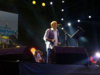"""Beylikdüzü'nde """"Barış ve Sevgi Buluşmaları""""nda Edip Akbayram Konseri"""