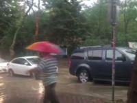 İstanbul Sarıyer'de şiddetli yağış! Yollar göle döndü