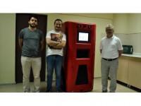 Robot 'Hayamor' Hastaya İlacını Ve Suyunu Verecek
