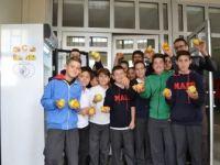 Mehmet Akif Ersoy Ortaokulu öğrencilerinin  Projesi Hem Doyuruyor, Hem Eğitiyor