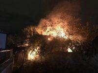 Bursa'nın Osmangazi ilçesi Tayakadın Mahallesi'nde 2 Katlı Ahşap Bina Alevlere Teslim Oldu