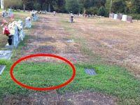 Oğlunun Mezarının Üstünün Neden Yemyeşil Olduğunu Anlayınca Gözyaşlarını Tutamadı
