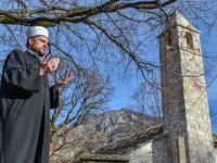 Bosna Hersek'te Dabrica köyünde zamana diren Osmanlı camisi