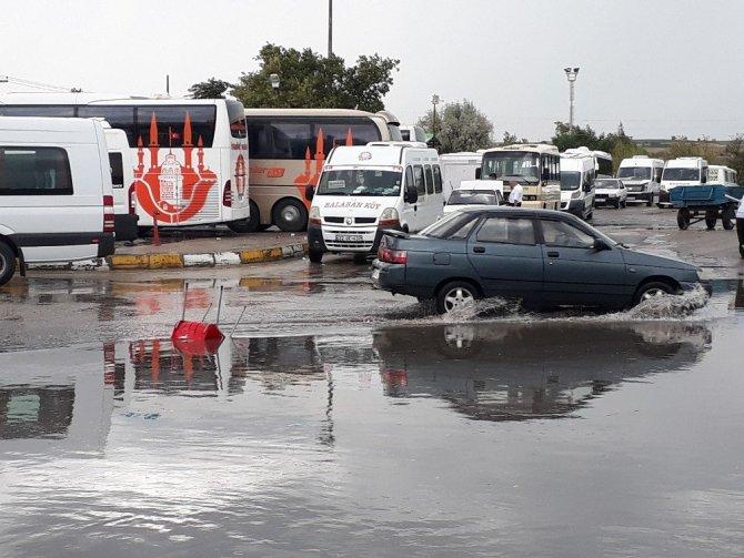 Edirne'de Sağanak Yağış Nedeniyle Cadde ve Sokaklar Göle Döndü