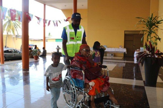 TİKA'dan Komorlar'daki Engelli Vatandaşlara Tekerlekli Sandalye Desteği