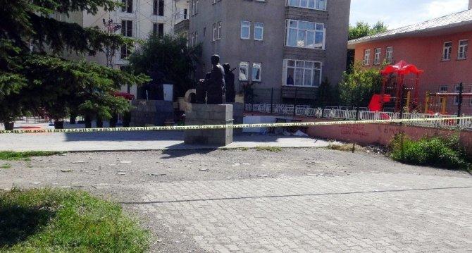 Kars, Hükümet Konağı Önünde Silahlı Kavga: 1 Ölü, 3 Yaralı