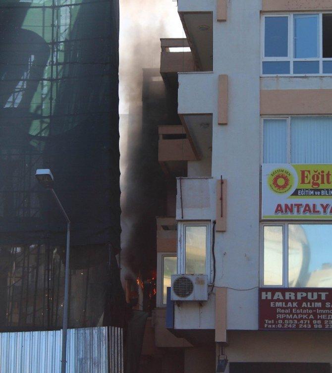 Antalya, Muratpaşa'da Bir İş Hanında Yangın Paniği