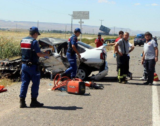 Kayseri'de 3 Otomobilin Karıştığı Feci Kaza: 2 Ölü, 9 Yaralı (Samet A., Semiha A.)