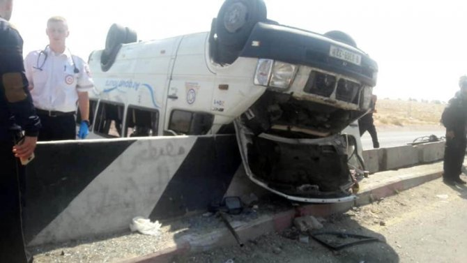 Kudüs'ün Doğusunda Filistinlileri Taşıyan Otobüs Devrildi: 1 Ölü, 18 Yaralı